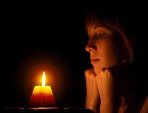 Марция у свечи